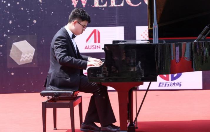 力迈中美国际学校,力迈钢琴
